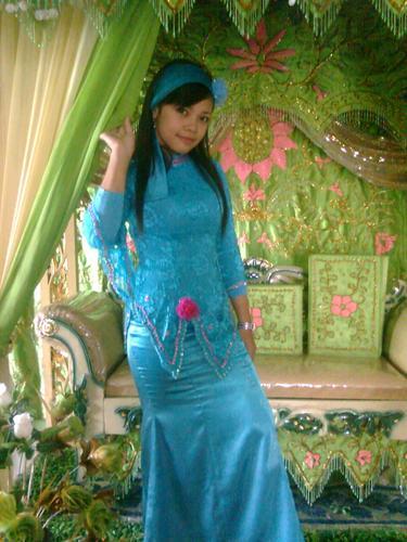 Pakaian adat tradisional daerah Kalimantan Selatan (1987 ...